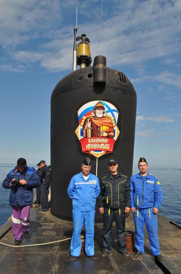 """""""Vladimir Monomakh"""" nos testes no mar da fábrica"""