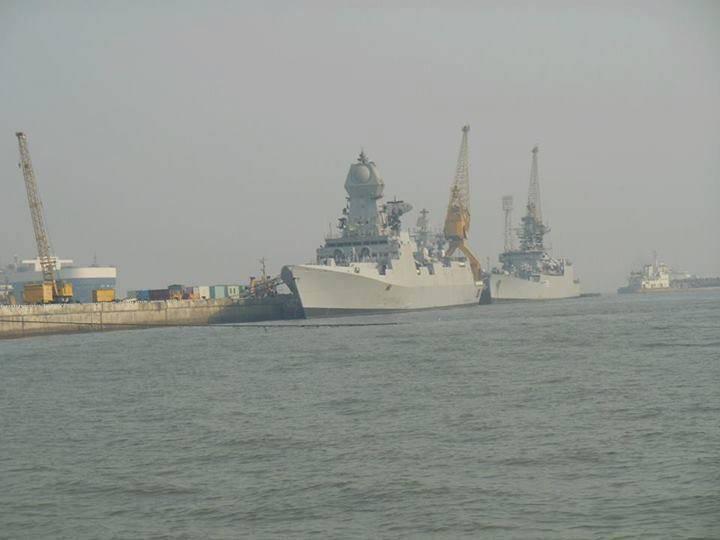 인도의 새로운 해군 배송 : INS Kolkata 및 INS Kamorta