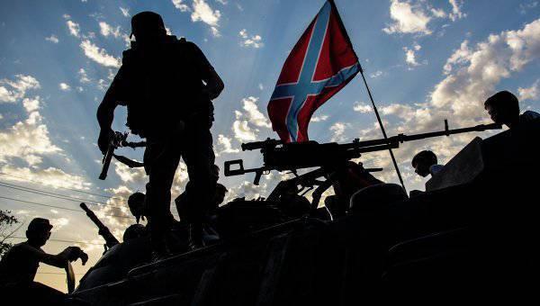 Ополченцы продолжают обстреливать колонну украинских силовиков на юге Донецкой области