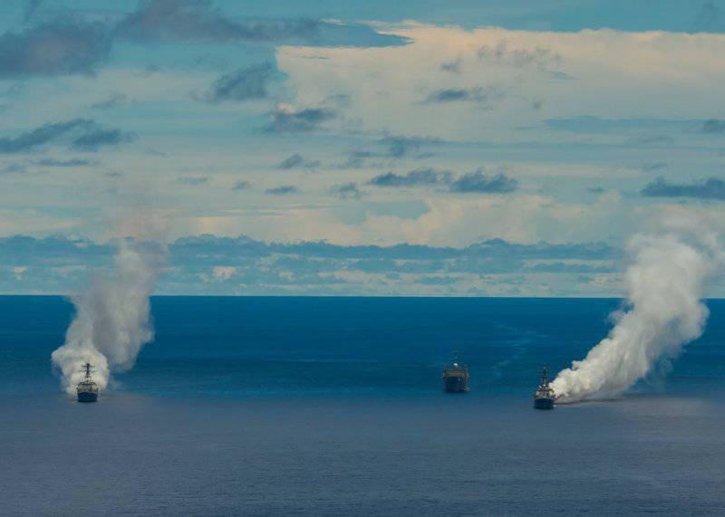 Карбоновые облака скрывают эсминцы от противокорабельных ракет