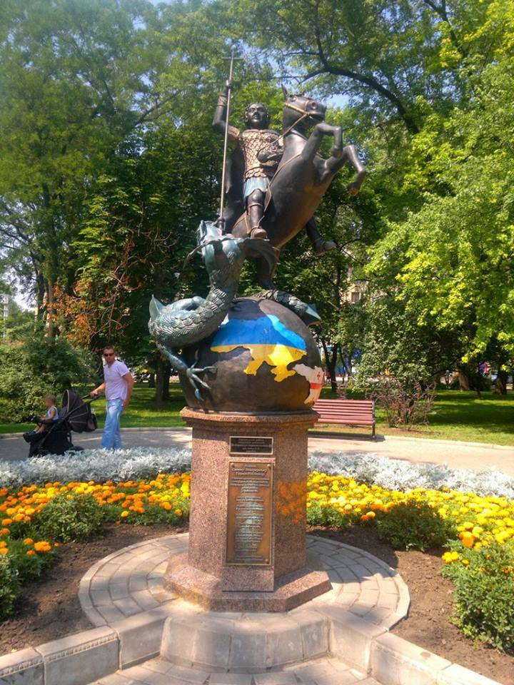 Monument to St. George the Victorious in Donetsk, photo taken in 2012 year