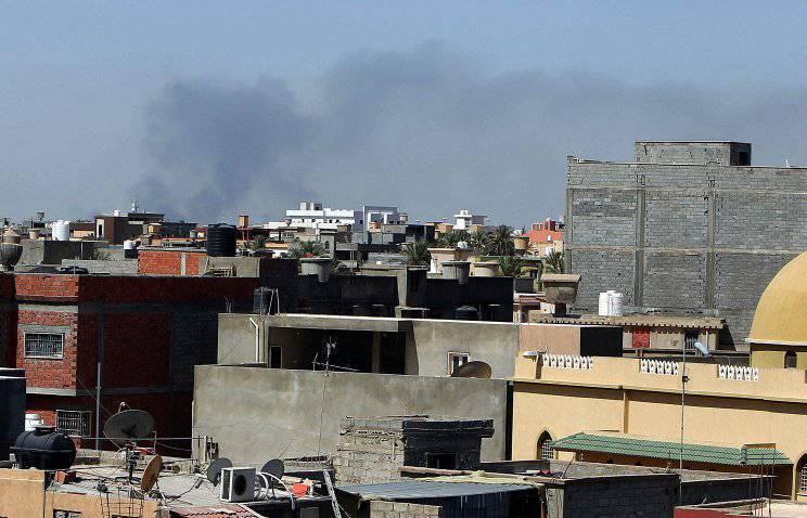 Ливийские ополченцы и экстремисты договорились о прекращении боевых действий в районе аэропорта Триполи