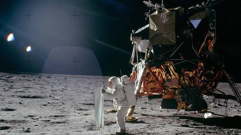अमेरिकी चंद्रमा पर एक सैन्य अड्डा रखना चाहते थे