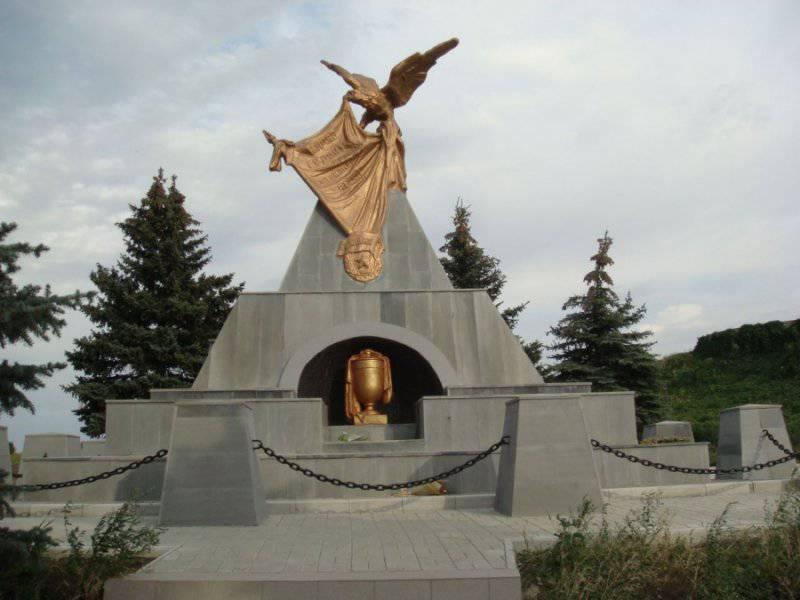 """monument on the grave """"Sharp"""", Lugansk"""