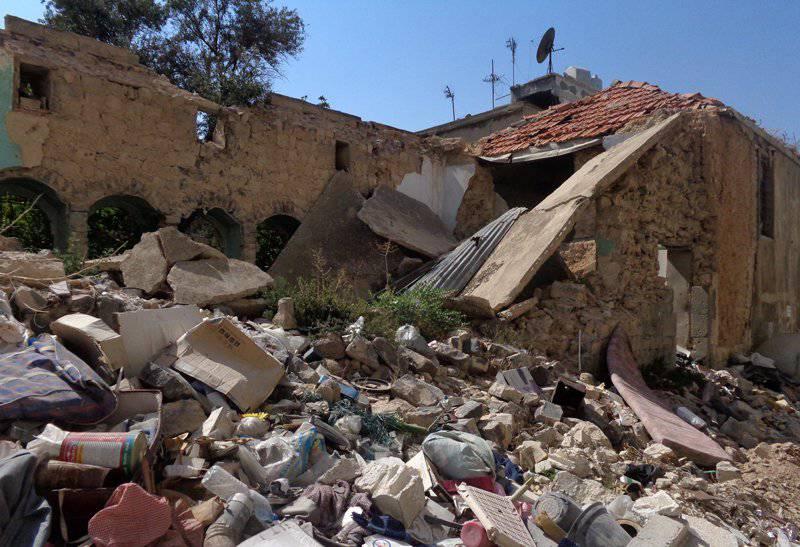 Saldırılar Suriyelilerin hayatını talep etmeye devam ediyor ve Meryem Ana Kemeri Humus'a geri döndü