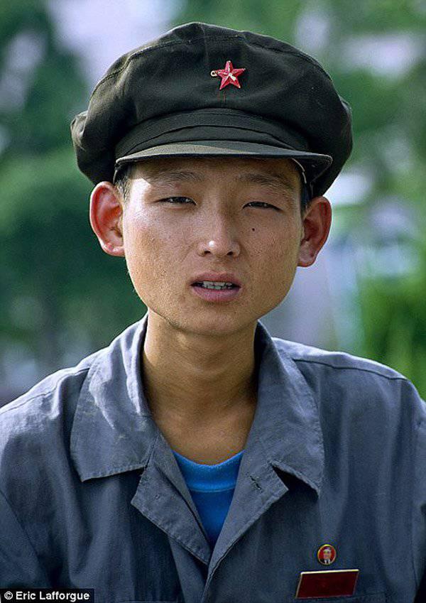 禁止的照片。 朝鲜,隐藏摄像机拍摄