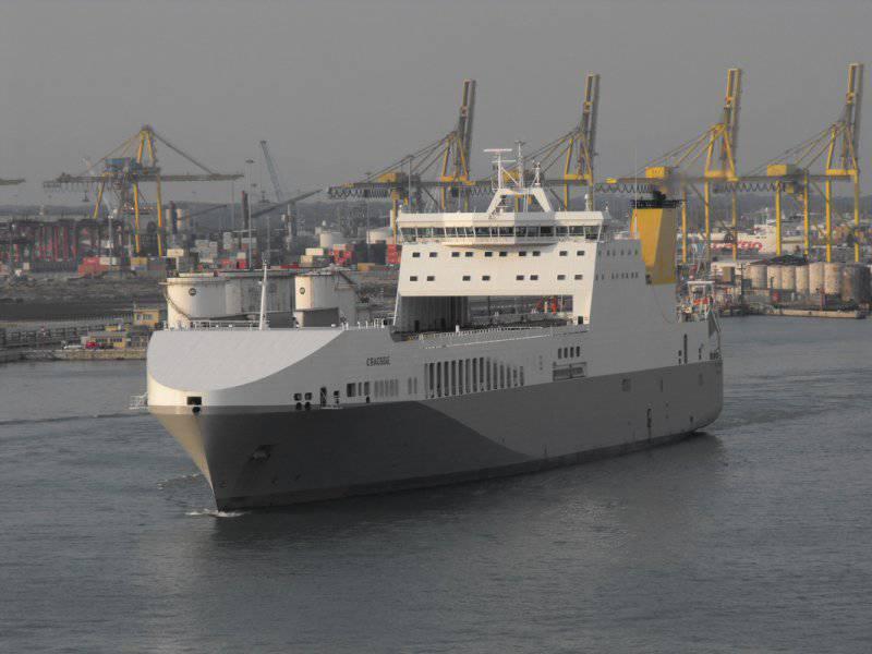 Секретная плавучая база американского спецназа не отличается от грузового судна
