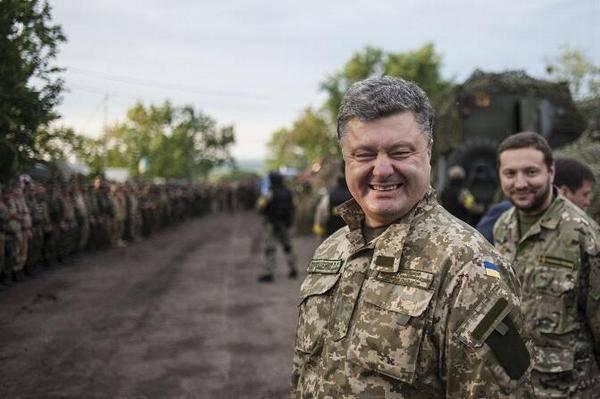 Порошенко в Мариуполе объявил о необходимости стягивания к городу бронетехники, РСЗО и систем ПВО