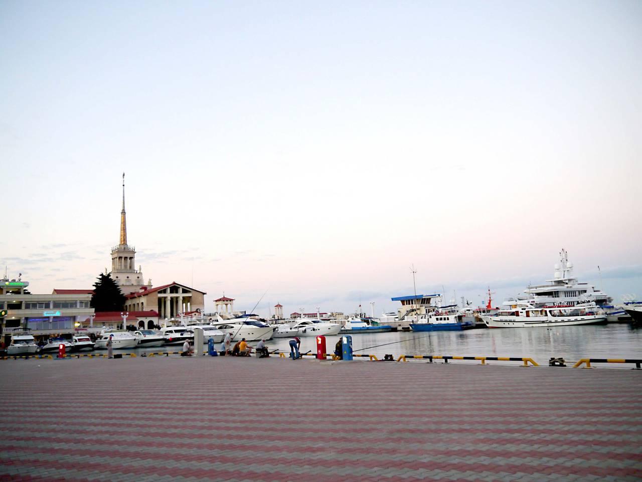 Sotchi, matin, port