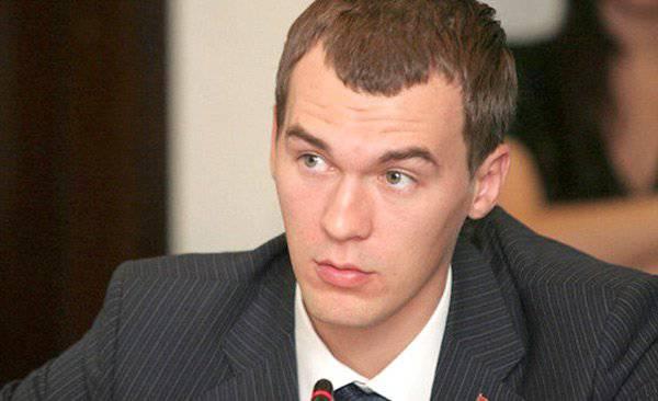 एलडीपीआर गुट के सांसद मिखाइल डेग्यार्योव ने मॉस्को क्रेमलिन को ऐतिहासिक सफेद रंग वापस करने का प्रस्ताव दिया। साक्षात्कार