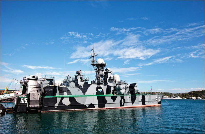 """Da Sebastopoli è andato su una nave da razzo lunga escursione """"Samum"""""""