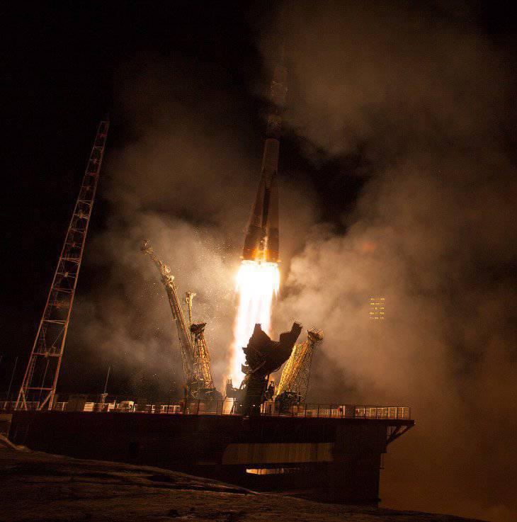 Lanzamiento de la nave espacial Soyuz TMA-14M.