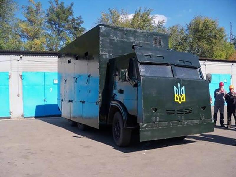 Импровизированная защита украинской бронетехники