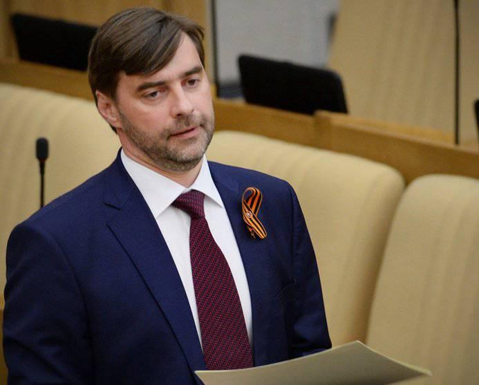 국가 두마 (Duma)는 파시스트와 협동 주의적 상징의 대중적 사용에 대한 책임 법안을 논의한다.