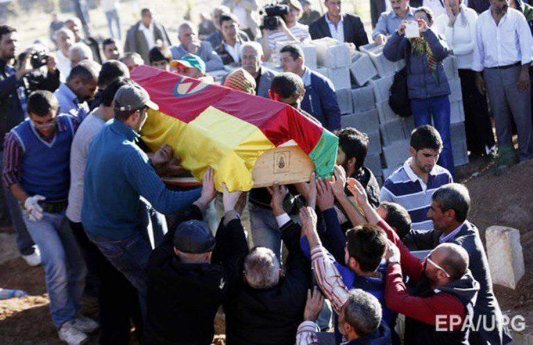시리아 Kobani 지지자들은 이슬람교도들이 독가스를 사용했다고 주장한다.