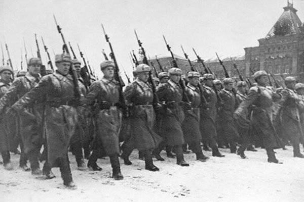 Askeri zafer geçit töreni