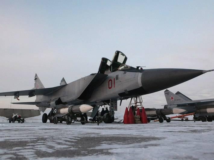 Un chasseur MIG-31BM ouvre la voie aux bombardiers TU-95
