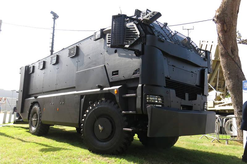 Plasan şirketi ilk zırhlı aracı Guarder'ı gösterdi