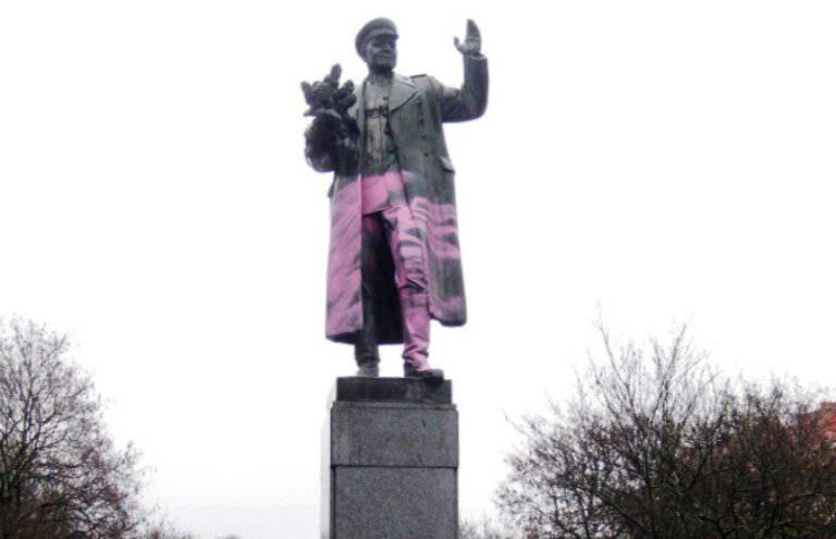 元帅Ivan Konev纪念碑在布拉格亵渎