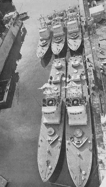 Пять катеров в порту Хайфы