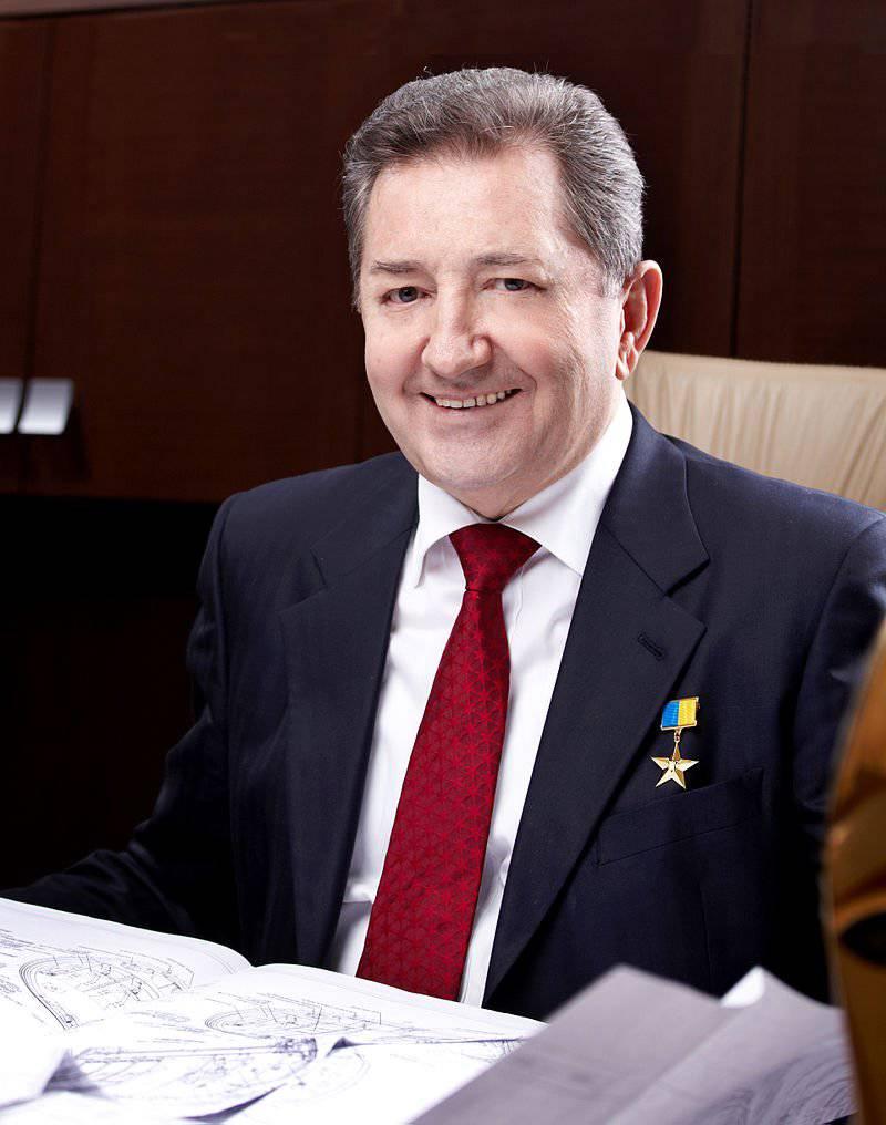एंटोनोव अपने स्वयं के (यूक्रेनी) लड़ाकू और हमले वाले विमान के विकास और निर्माण को शुरू करने का प्रस्ताव करता है
