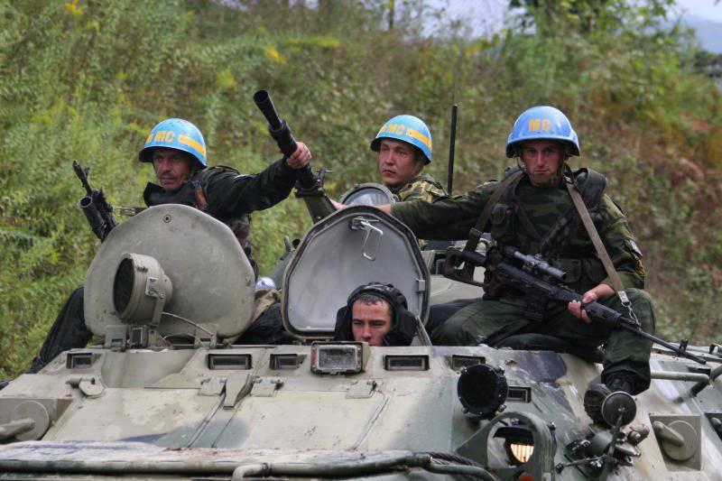 """Schutzanzüge """"Cowboy"""" betraten die friedenserhaltende Brigade des Central Military District"""