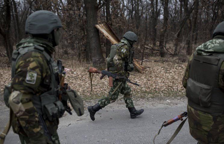 ウクライナの治安部隊がルガンスク村の地域の旅客バスで発砲