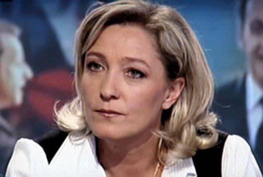 मरीन ले पेन की रेटिंग और जनमत संग्रह के आधार पर ईयू से फ्रांस को वापस लेने की इसकी पहल