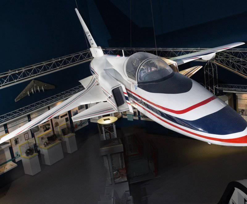Экспериментальный самолет с