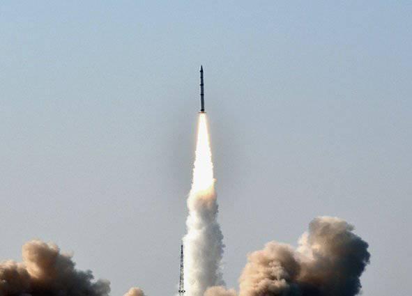 中国の専門家は様々な目的のために一連の移動式固体燃料ミサイルを作ります