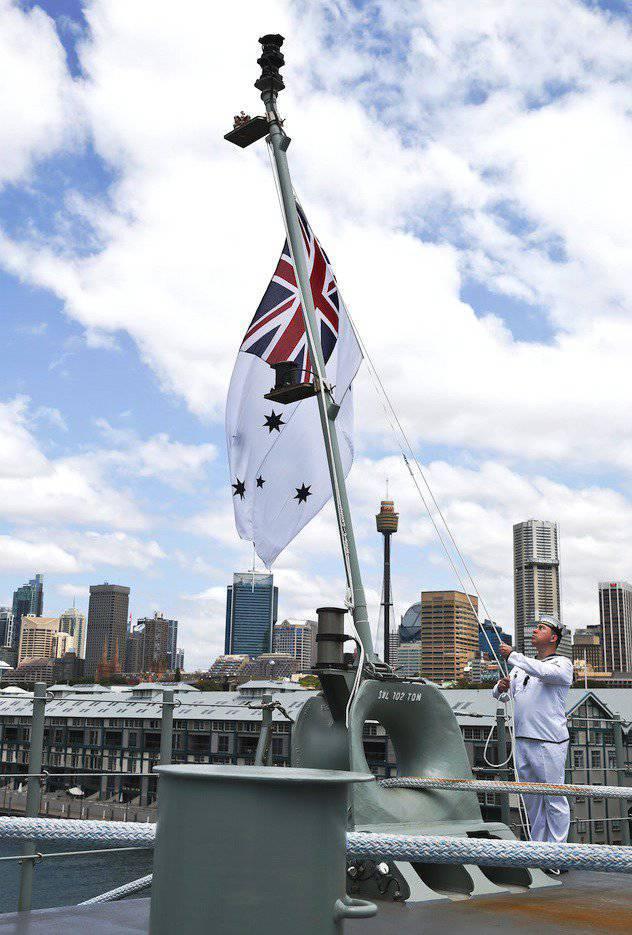 """UDC """"Canberra"""" Avustralya filosuna girdi"""