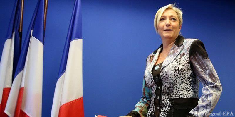 Marine Le PenはHollandeを弱虫と呼び、米国およびEUからのロシアに対する圧力についてコメントした