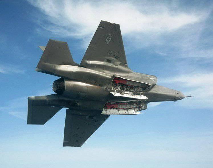 F-35B सेनानियों को पहले अमेरिकी सशस्त्र बलों में होना चाहिए