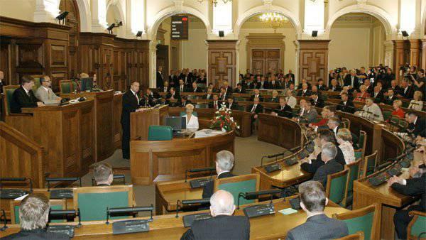 С какой целью латвийские парламентарии предлагают всенародно избирать президента и урезать свои политические права?