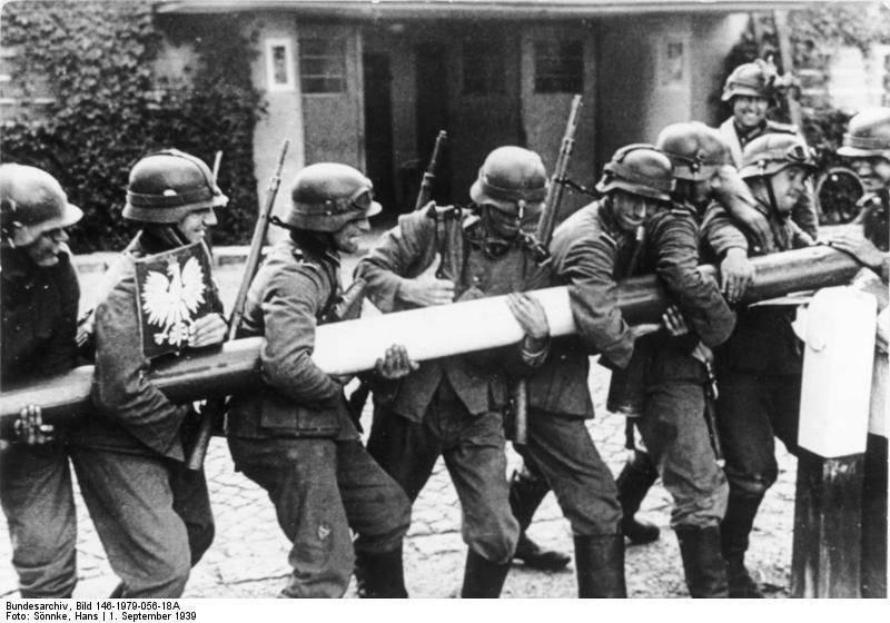 https://topwar.ru/uploads/posts/2014-12/1418060555_bundesarchiv_bild_146-1979-056-18a_polen_schlagbaum_deutsche_soldaten.jpg