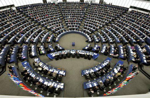"""यूरोपीय राजनेता सोच रहे हैं कि क्या रूस क्रीमिया के लिए """"गलियारे"""" के माध्यम से तोड़ने का फैसला करेगा"""