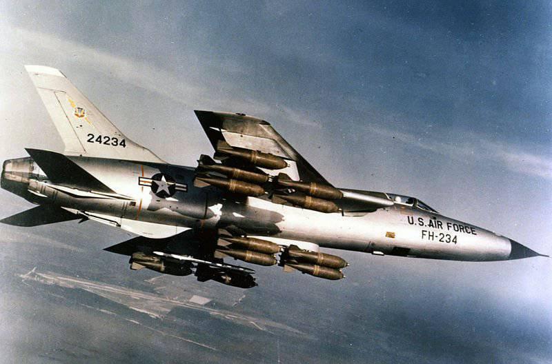 ベトナムの空に雷。 戦闘爆撃機F-105「サンダーチーフ」