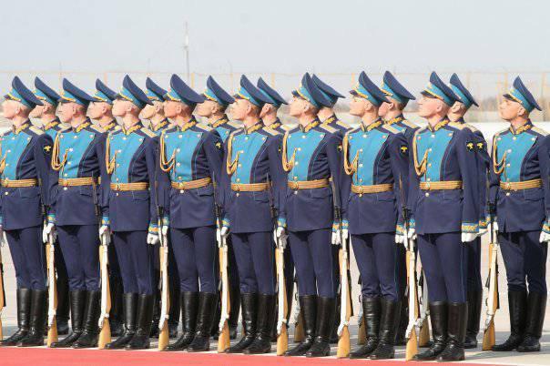 154番目の別の司令官Preobrazhensky連隊は35記念日を祝います