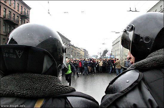 """पूर्व सेंट पीटर्सबर्ग """"असंतोष"""" अब कीव सिखाता है"""