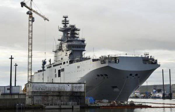 """फ्रांसीसी मीडिया """"एस्कॉर्ट"""" रूसी नाविकों ने मिस्ट्रल प्रसारण की प्रतीक्षा की"""