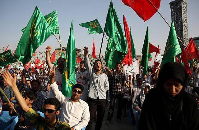 """""""इस्लामिक राज्य"""" के साथ संघर्ष के मोर्चों पर। ईरान छाया से बाहर आता है"""
