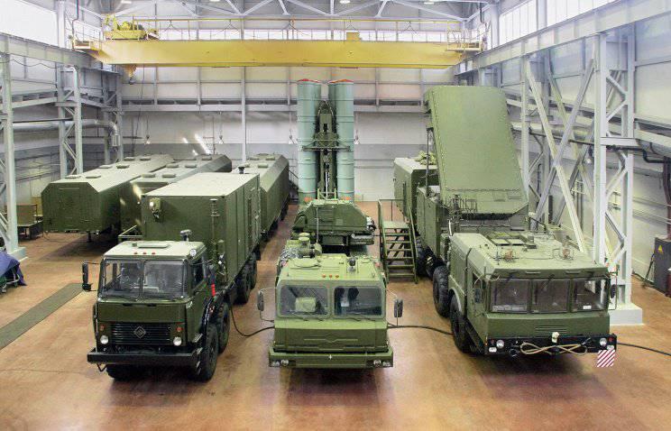 ロシア軍では対空ミサイルシステムC-300B4に入り始めました