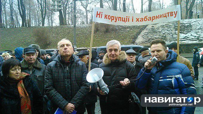 Maidanの活動家たちはYatsenyukの耳を切ると脅迫している