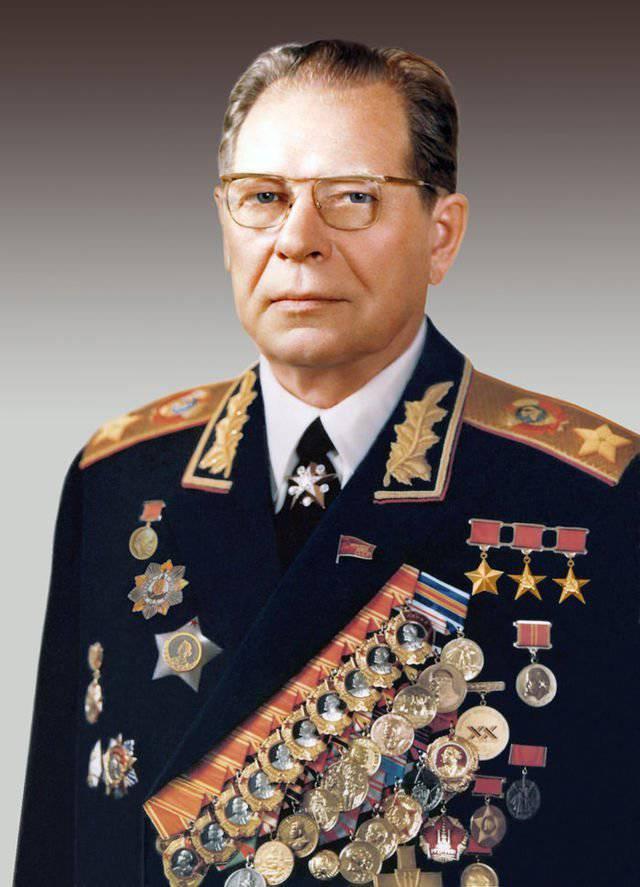 Ministro de Defensa Stalin endureciendo