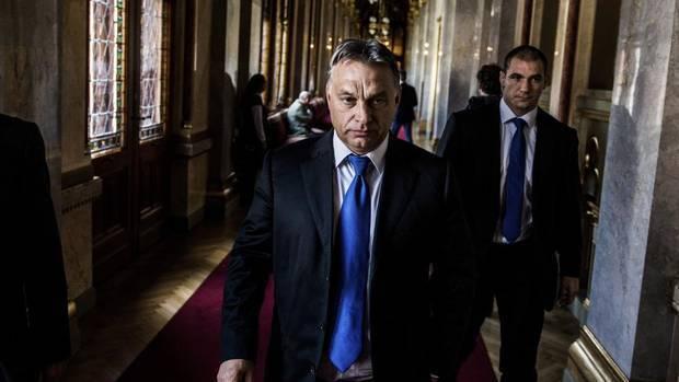 हंगरी: वरदी बनाम ओरबान