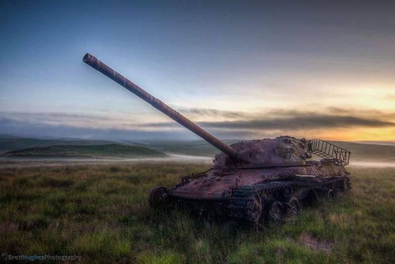 10 शक्तिशाली टैंक कब्रिस्तान और युद्ध स्थलों को छोड़ दिया
