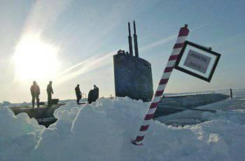 美国潜艇艇员在北极感到宾至如归。 照片来自www.navy.mil