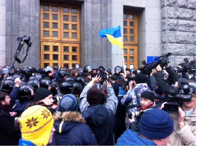プロキエフの活動家たちはハリコフの市議会を襲撃している