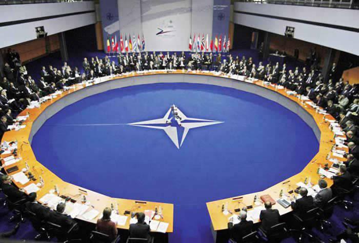 シュピーゲル氏は、NATOは近い将来ロシアの国境近くに本格的な迅速な反力を生み出すことは不可能であると宣言する。