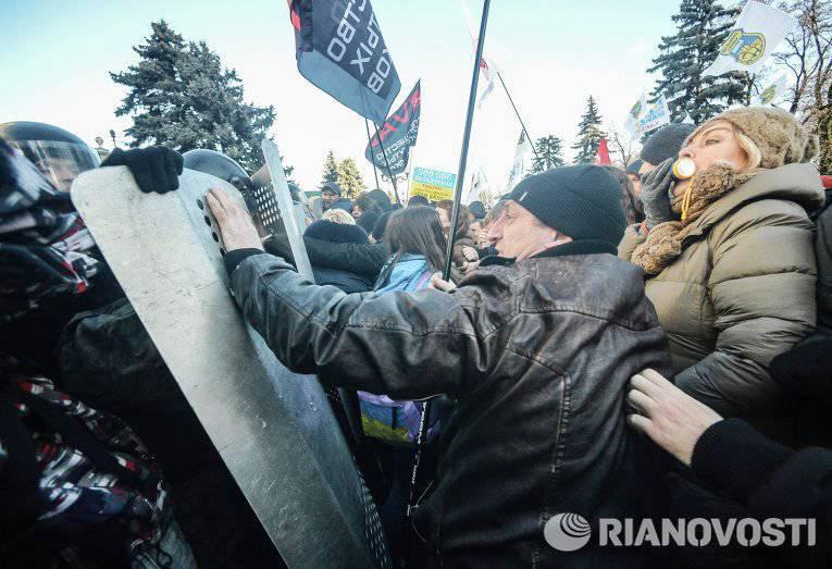 यूक्रेनी राजनेता: कीव अधिकारियों ने फिर से आड़ के दूसरी तरफ